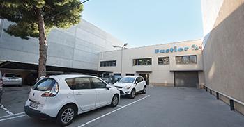 Fustier fachada entrada instalaciones fábrica