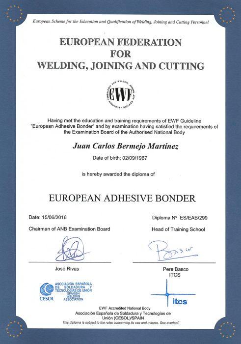 Fustier consigue el certificado de Técnico Europeo Aplicador de Adhesivos fundamental para certificar las aplicaciones de adhesivado