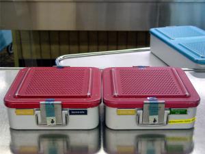 La cinta adhesiva imprimible 3M Comply permite controlar visualmente que cada paquete haya sido expuesto al proceso de esterilización sin tener que abrirlo
