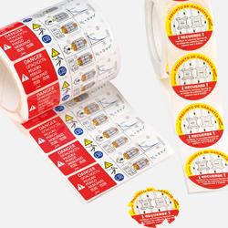 Vista de varias etiquetas adhesivas de poliéster 3M fabricadas en la planta de impresión de Fustier