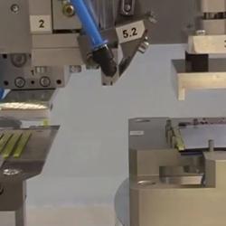 Laminador semi-automático de cintas adhesivas y adhesivos troquelados comercializado por Fustier