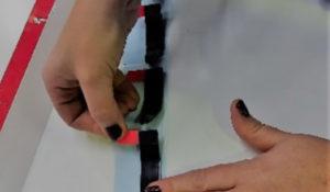 Detalle de manipulado de productos adhesivos en la planta de manipulación de Fustier 3M