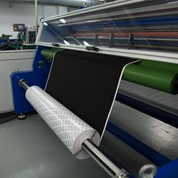 Vista de un rollo laminado 3M realizado en la planta de troquelados de Fustier