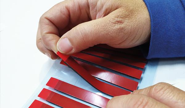 Detalle de manipulado de todo tipo de adhesivos en la planta de manipulación de Fustier 3M